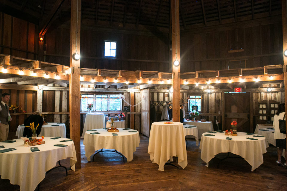 Viv& H's wedding venue at the octagonal barn, Mcmenamins Cornelius Pass Roadhouse